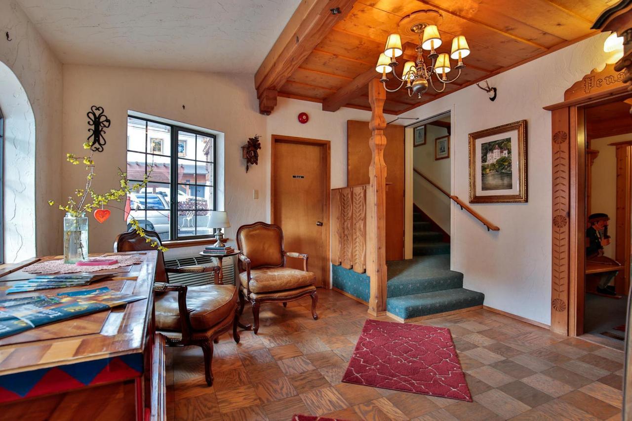 926 Commercial St Leavenworth-large-009-33-Lobby-1500x1000-72dpi.jpg