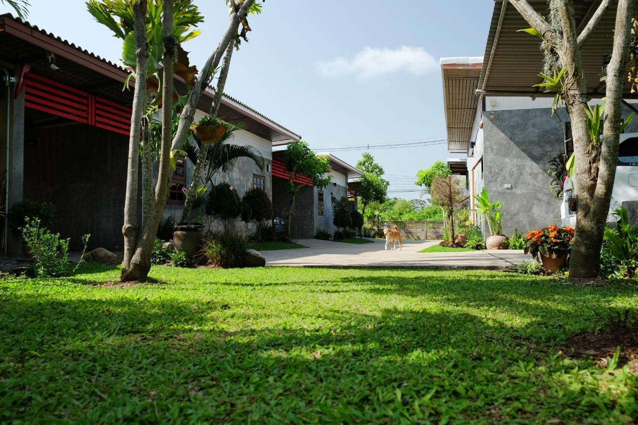 สวนและอาคารสถานที่