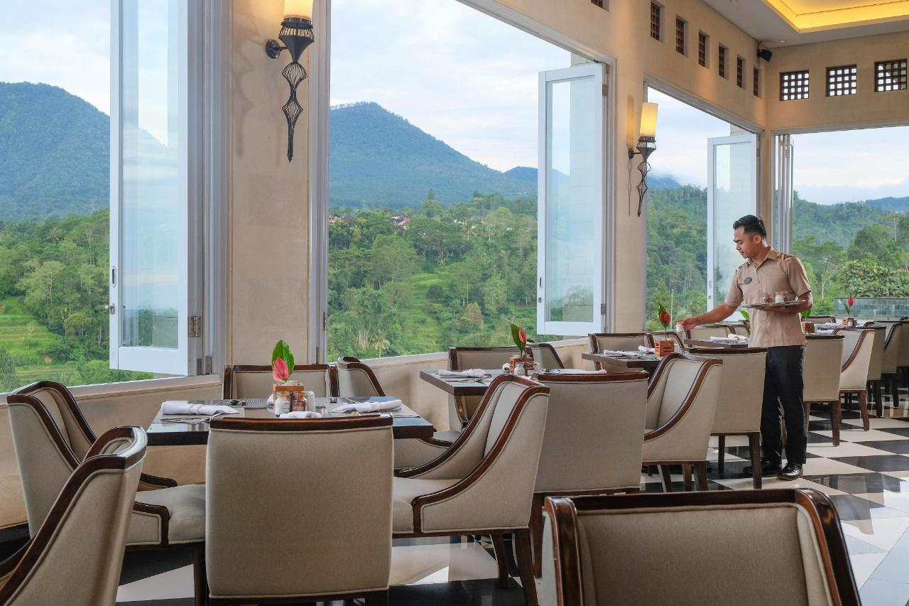 L'Altitude Restaurant.jpg