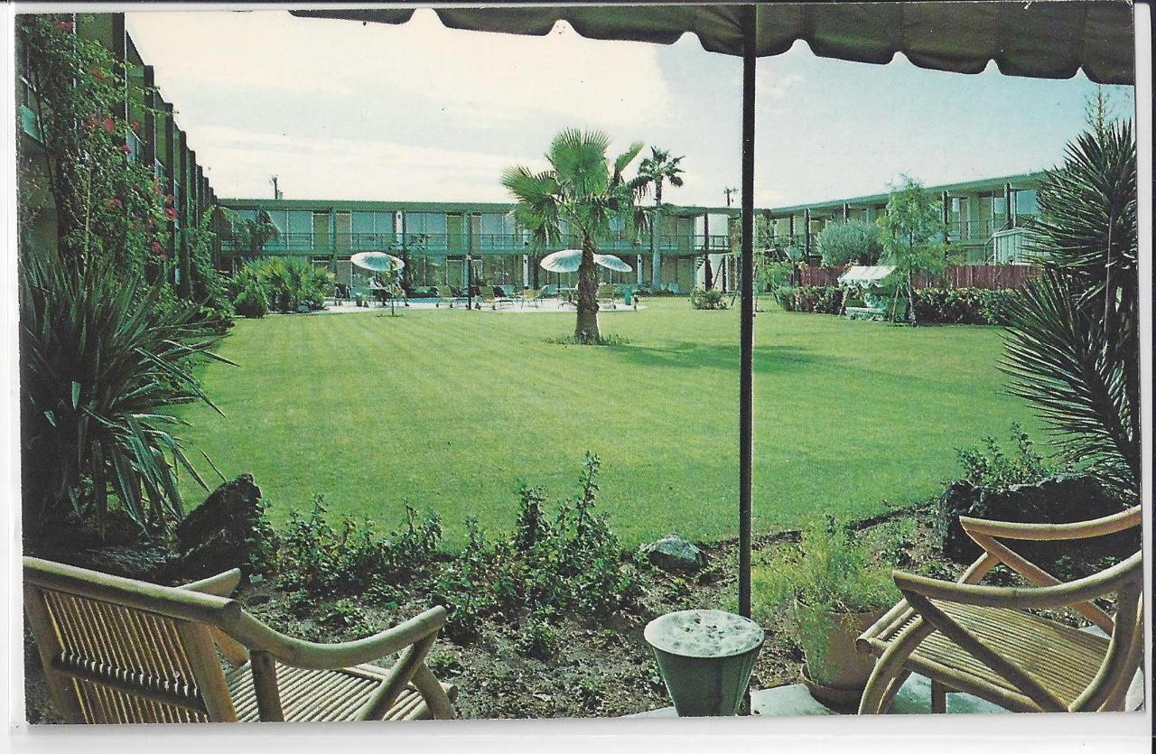 Papago Motor Hotel Postcard.jpg