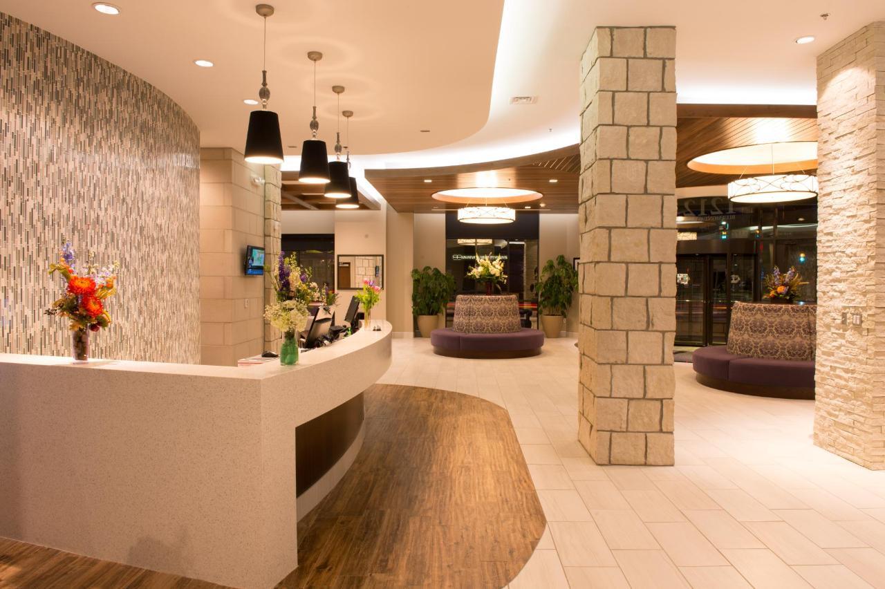 Lobby III.jpg