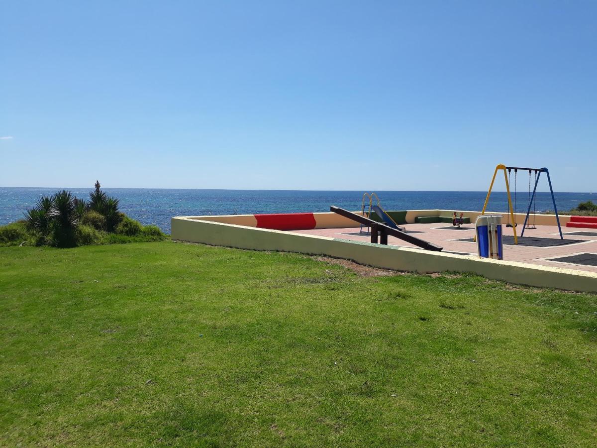 spielplatz am strand B.jpg