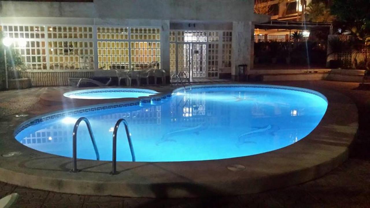 Nachtzwembad Apartamentos Maria Victoria Benidorm.jpg