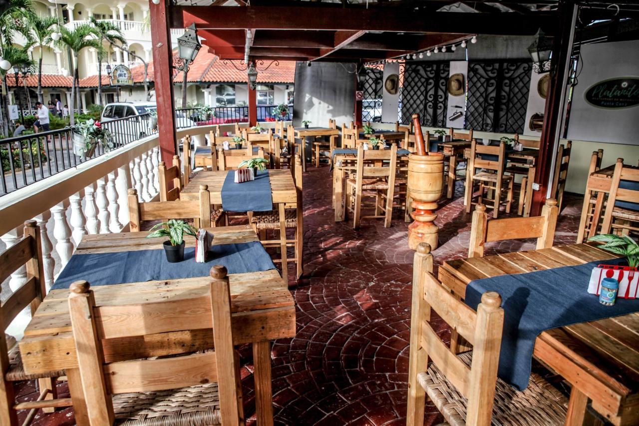 Platanitos Resturant-min.jpg