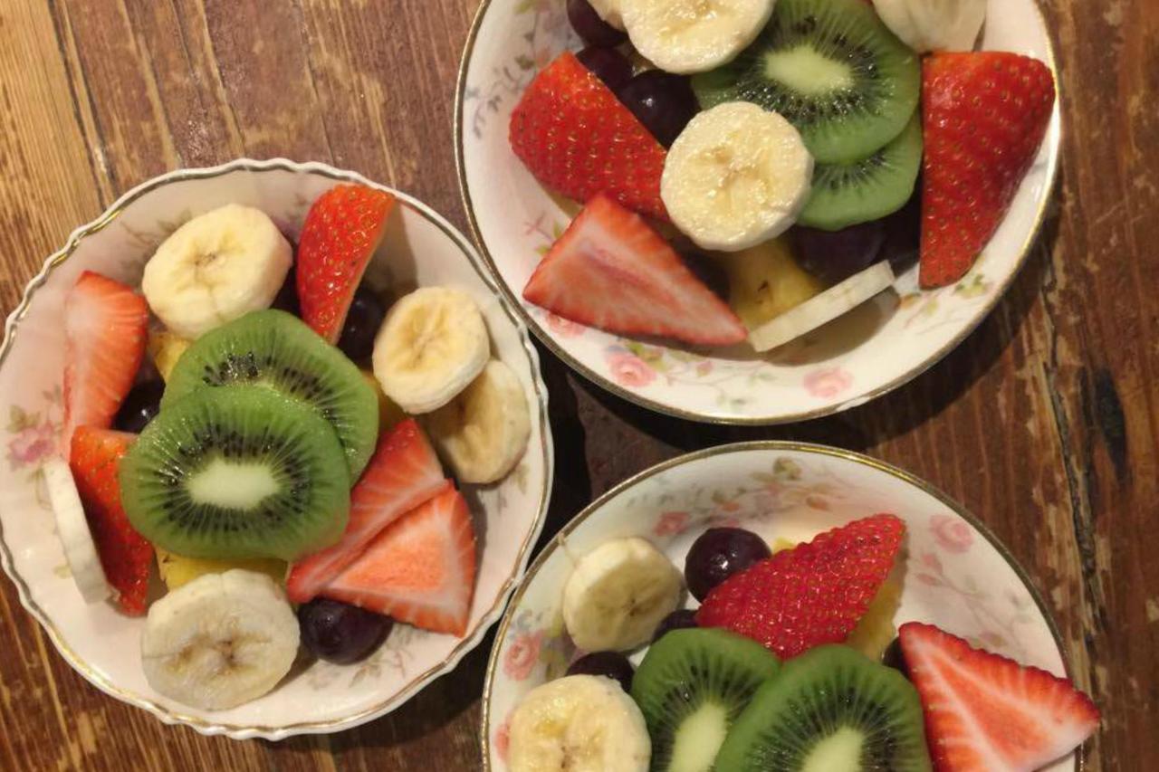 1920 fruit bowls.jpg