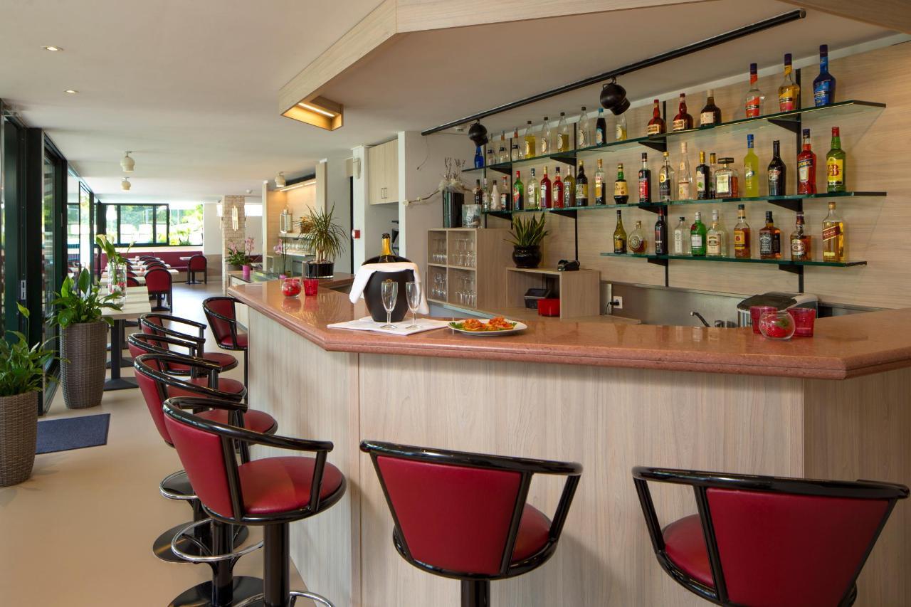 Restaurant+bar.jpg