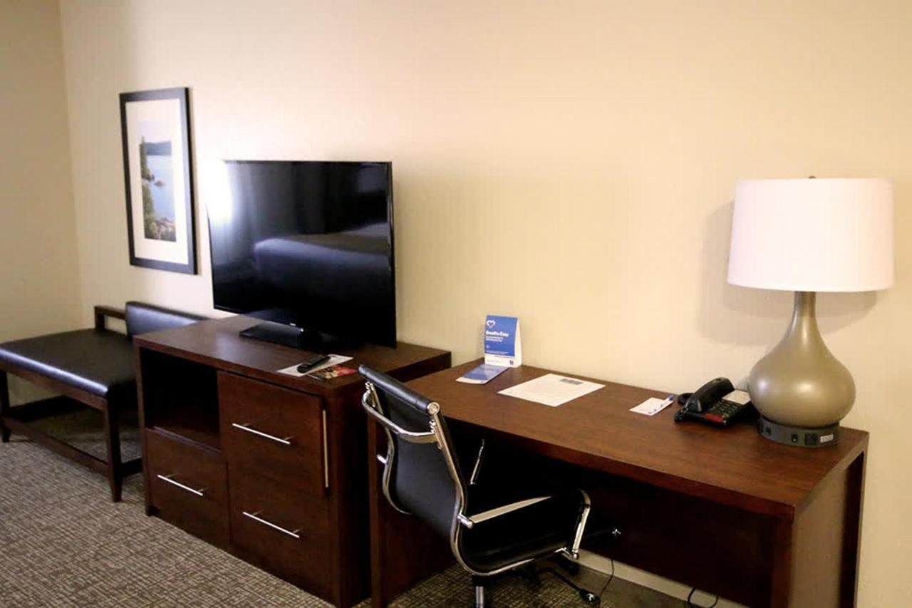 room_desk.jpg
