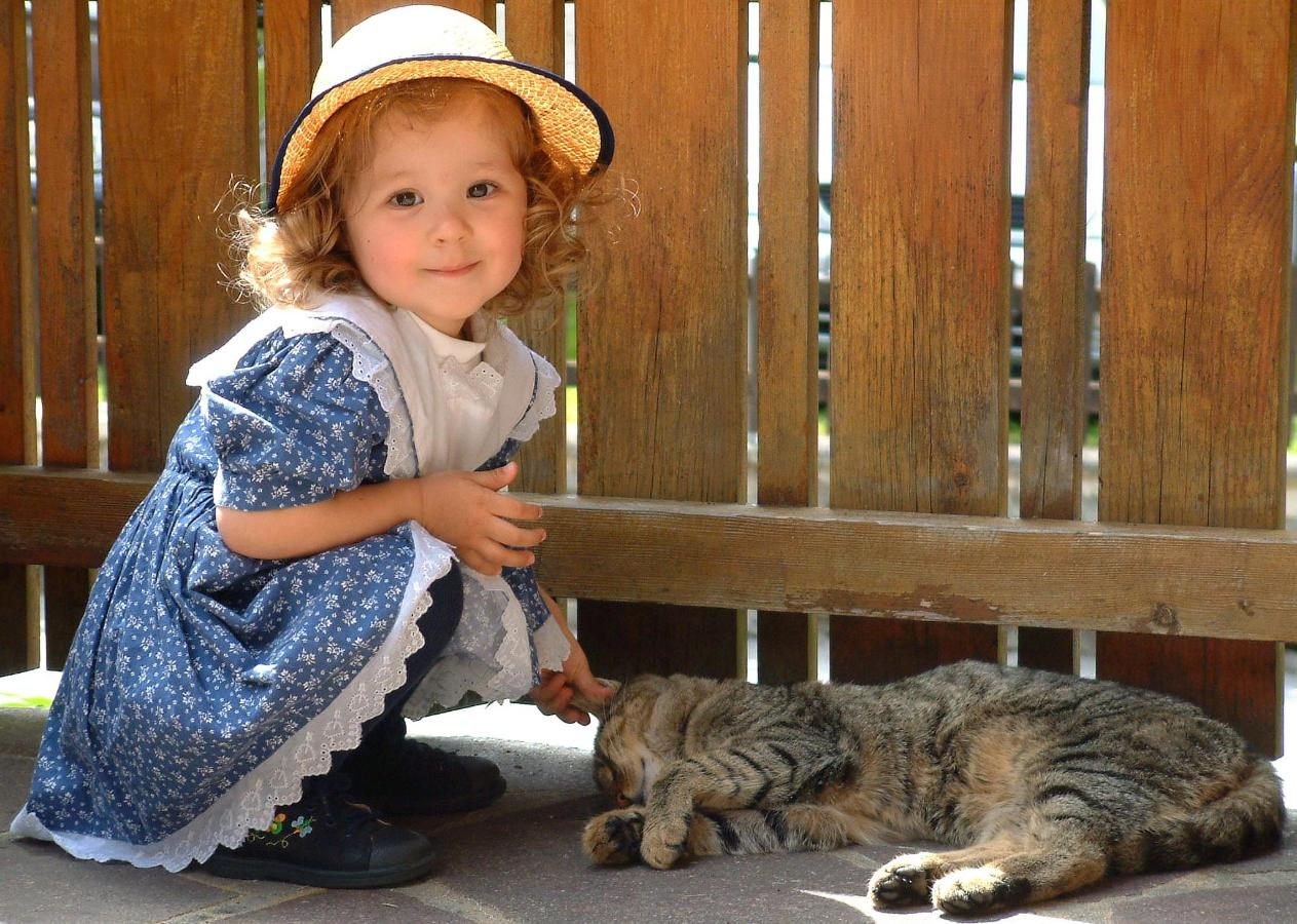 Yallini mit Katze Tiger-.jpg
