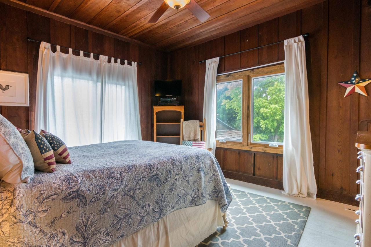 La Jolla Haven Guest Bedroom 1.jpg