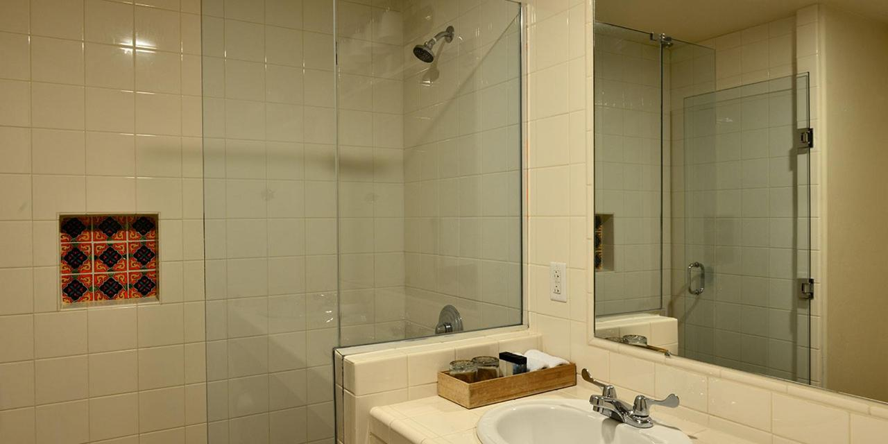 gallery-deluxe-bathroom.jpg