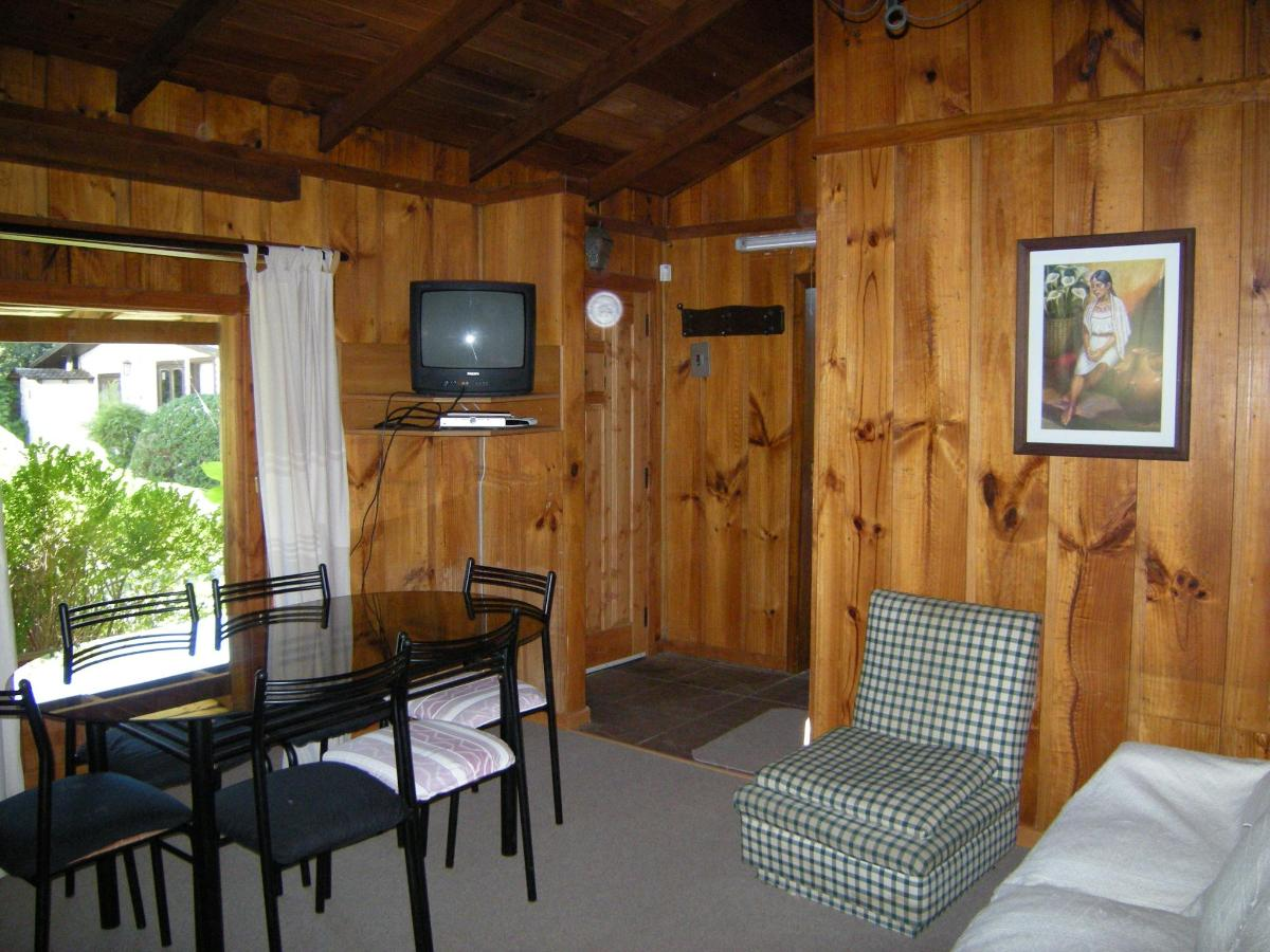 living-comedor cabaña 5-6 Pax (G).JPG