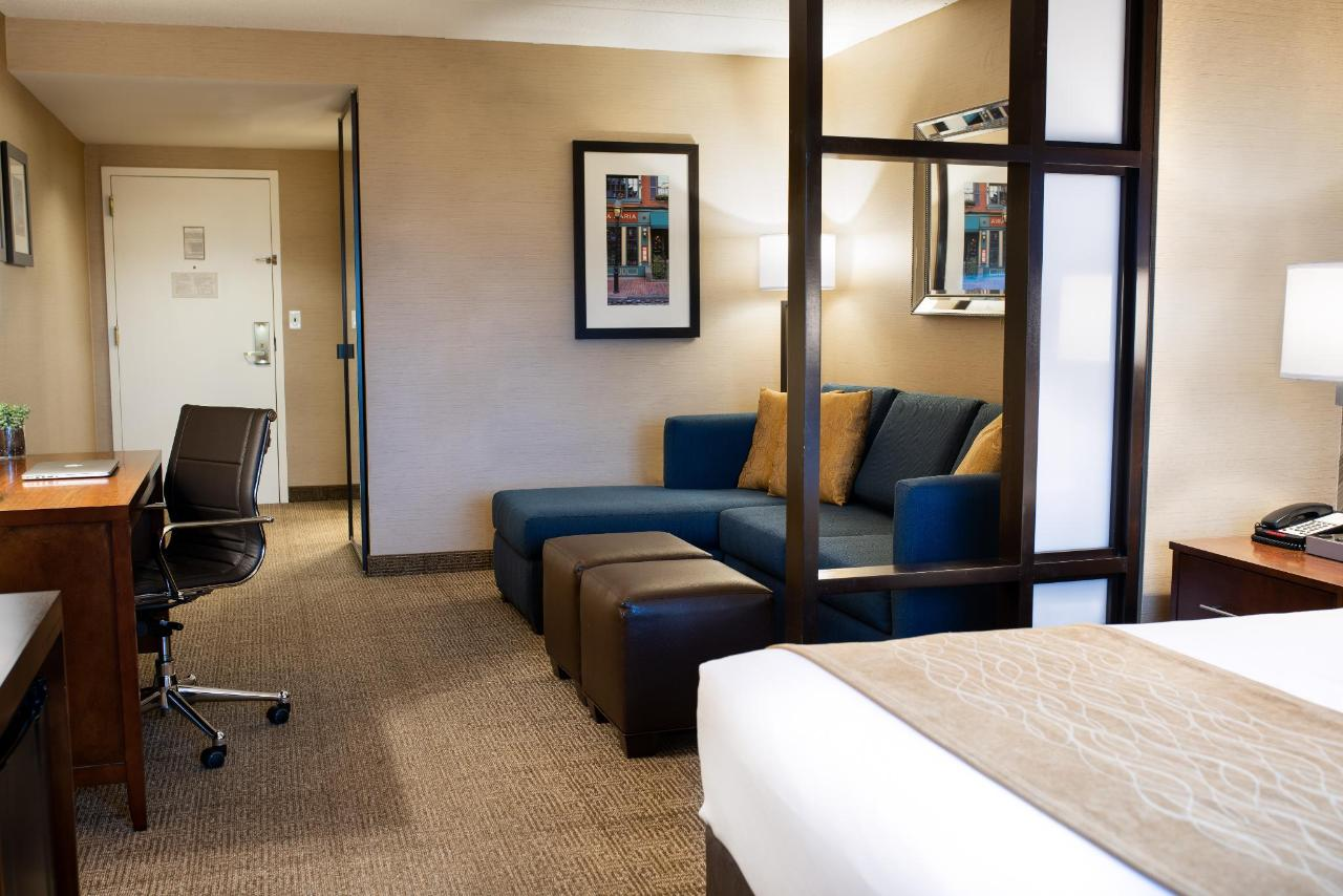 King suite sitting area Comfort Inn Revere.jpg