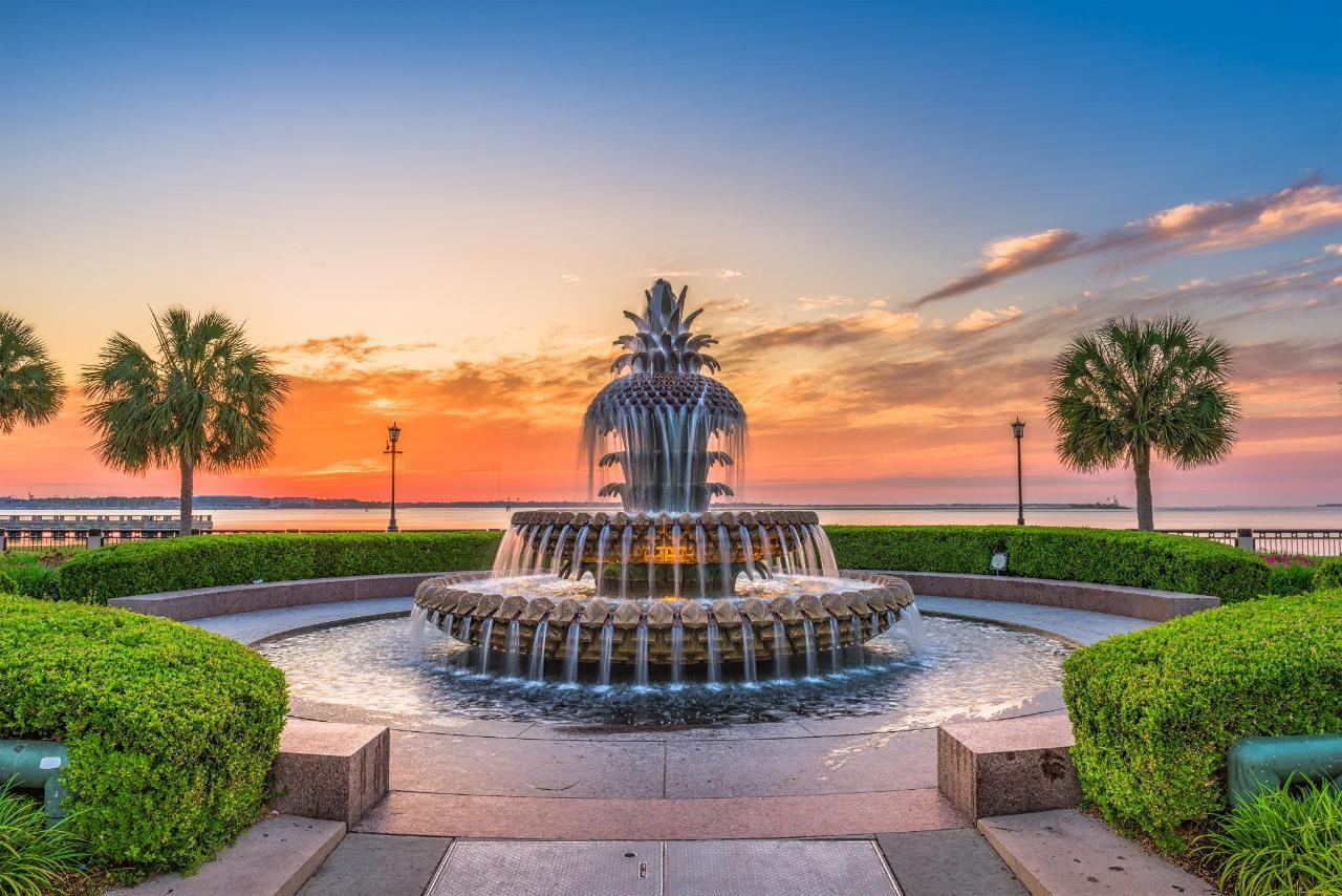 Pineapple fountain (1).jpg