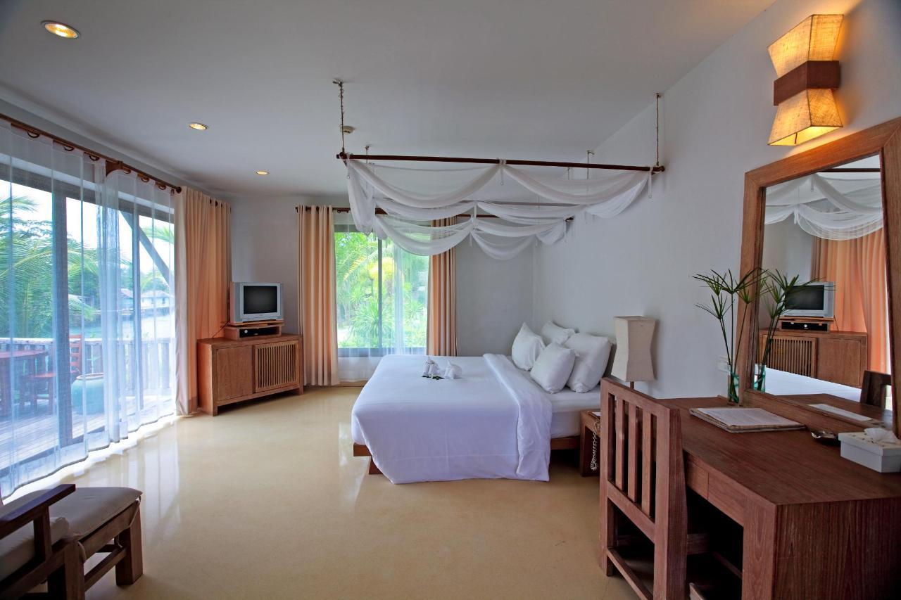 Grand Deluxe Room 6.jpg