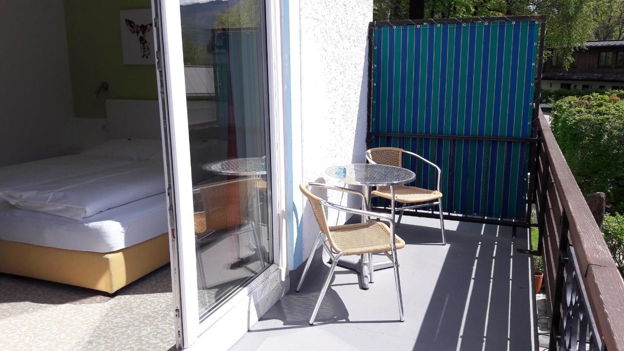 Balkon mit Zimmeransicht.jpg