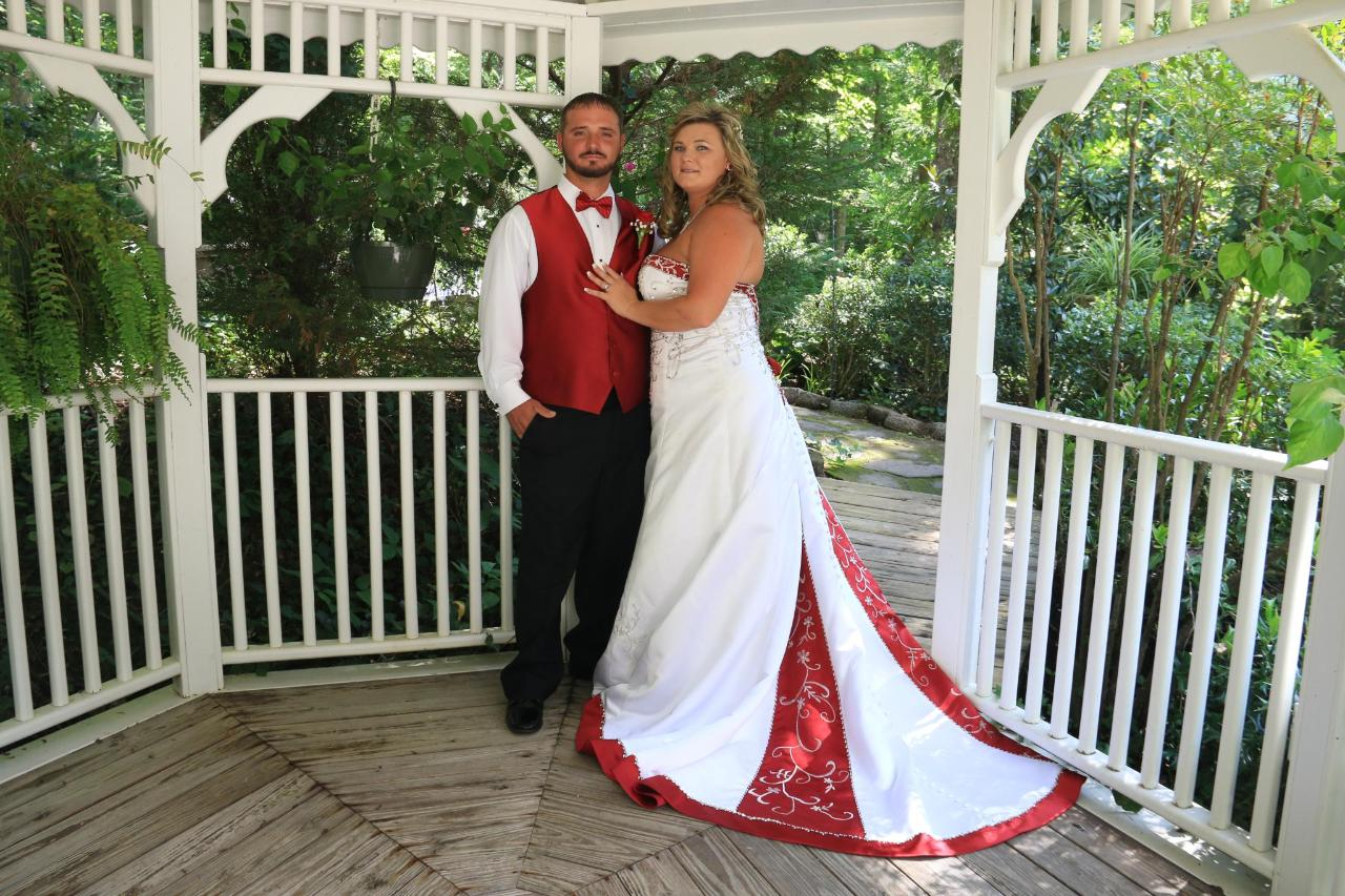 Cupid's Couple in Gazebo.jpg