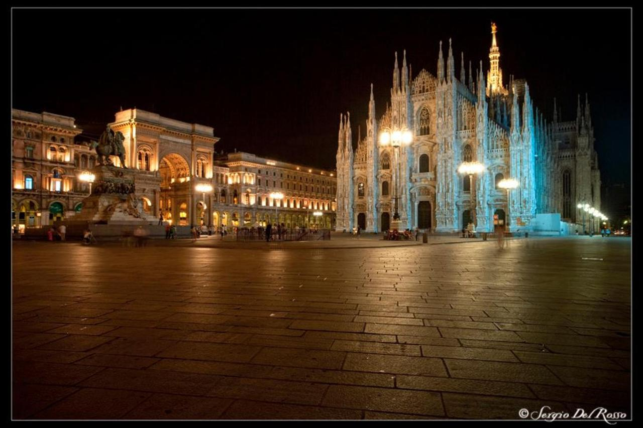 Piazza Duomo illuminata.jpg