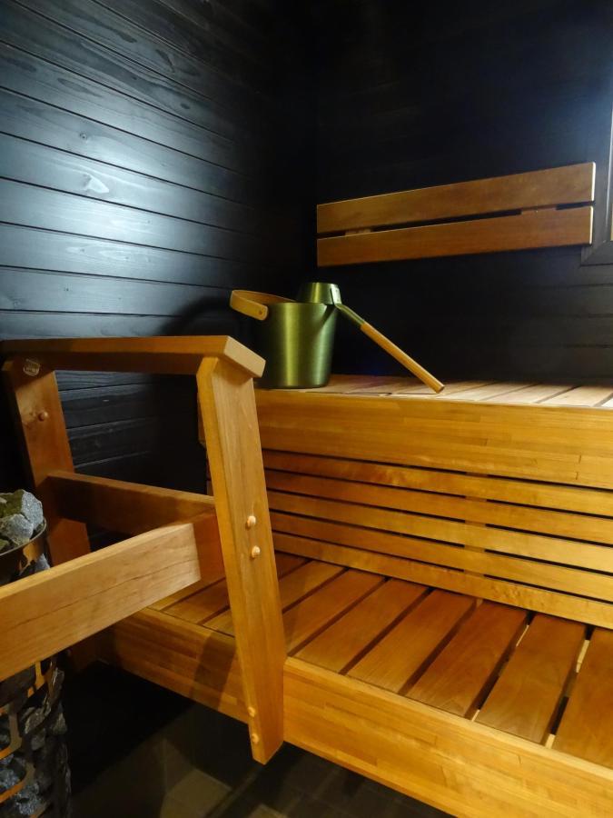 Sauna, Studio