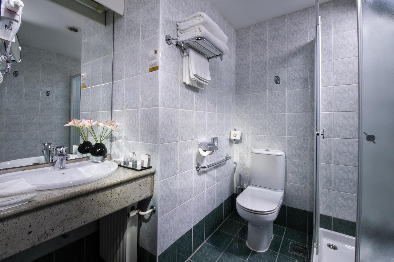 HotelSlon_ByZigaKoritnik2018_Comfort room-bathroom with shower.jpg