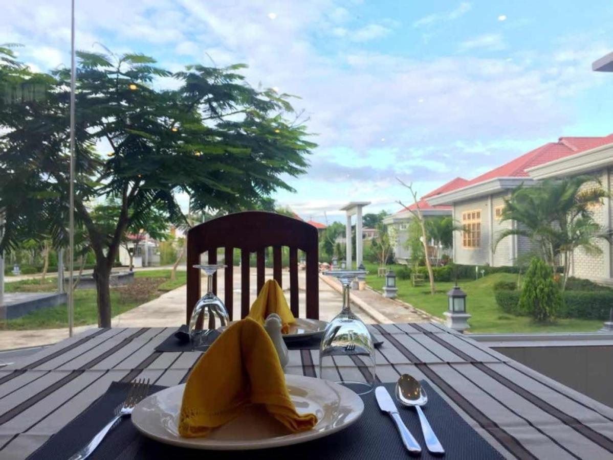 Dining (8).jpg