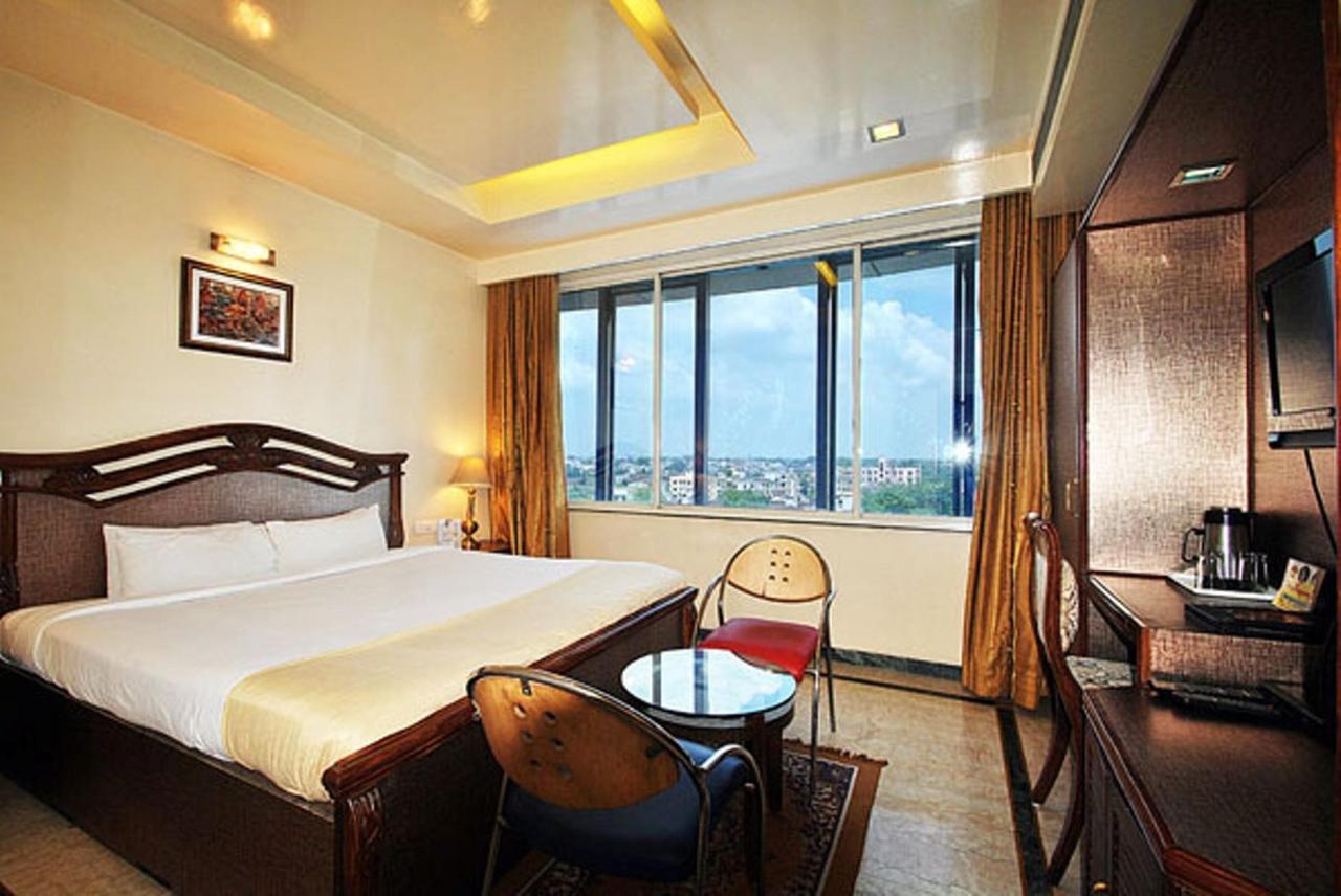 Deluxe Room 1.jpg