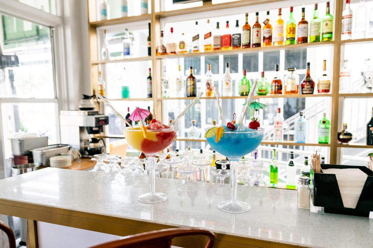 On Ocean 7 Cafe & Bar at Majestic Hotel South Beach.jpg