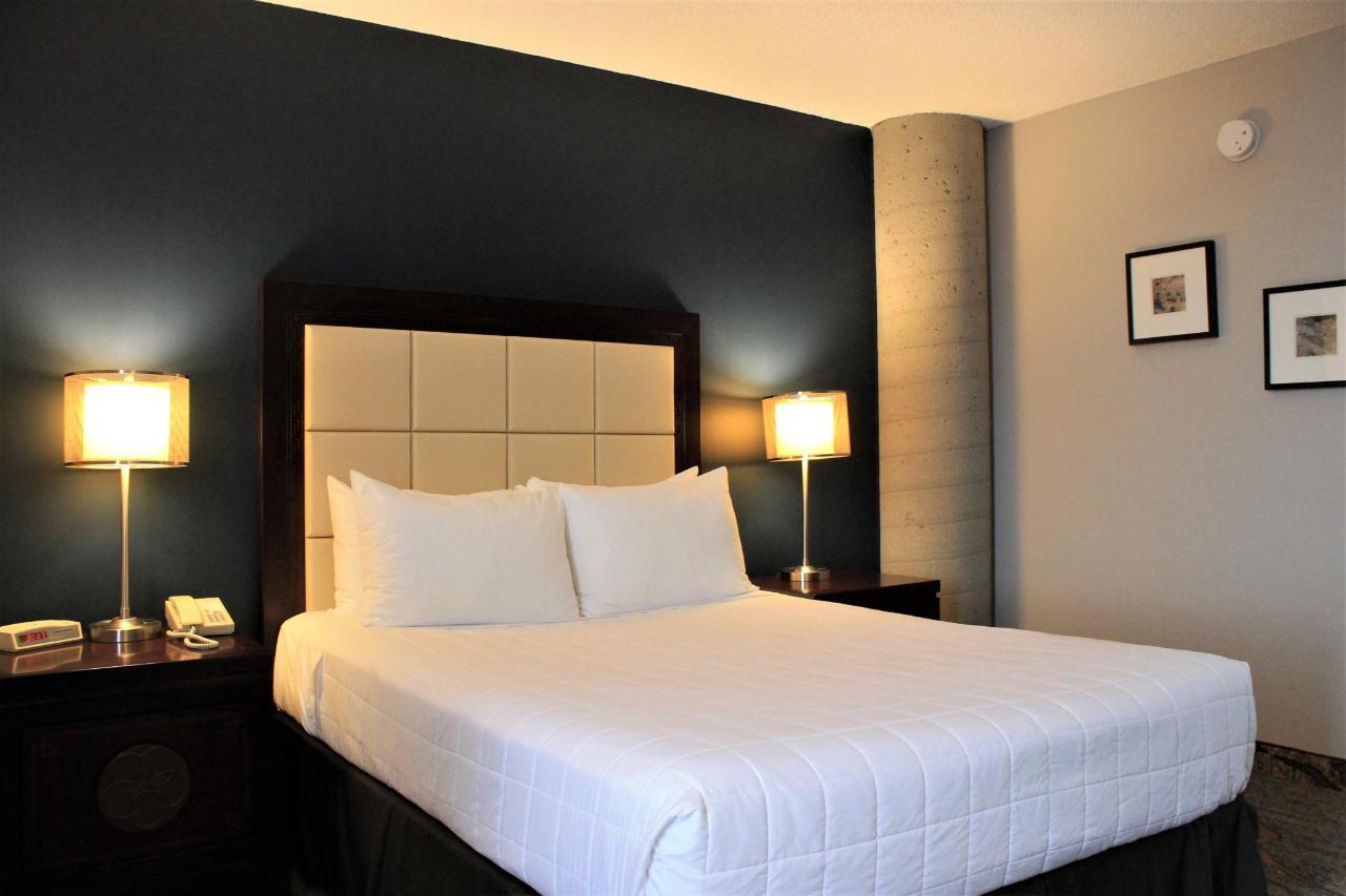 Hotel Plaza Valleyfield - Standard 1 lit - vue 1.JPG