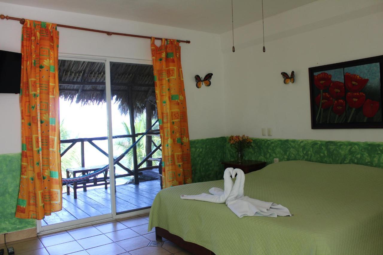 #5_bed_balcony.JPG