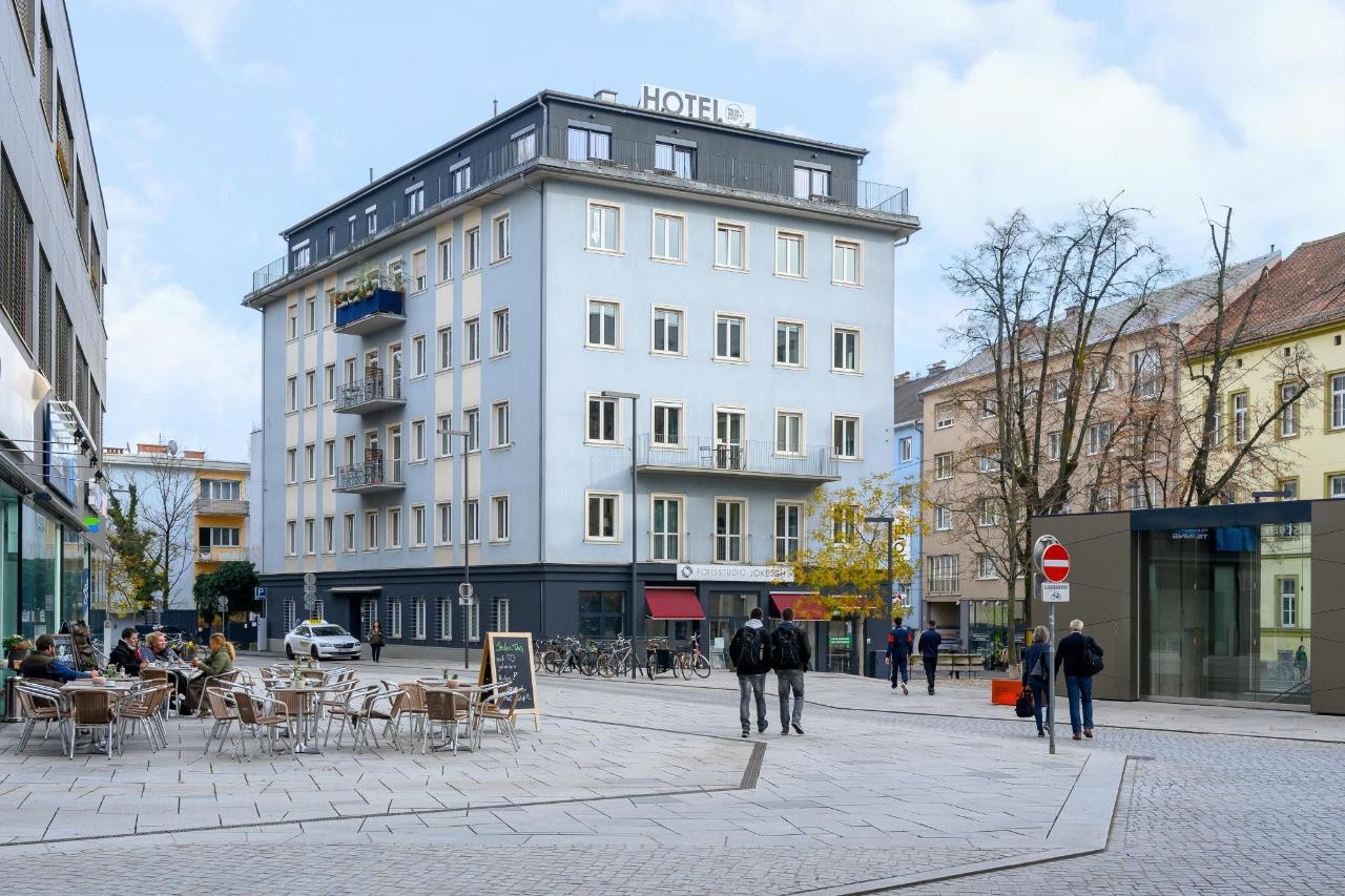 Hotel_Aussenfassade_Metahofplatz.jpg