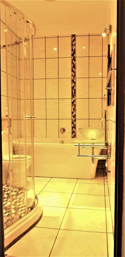 Bathroom Room 5 (2).jpg