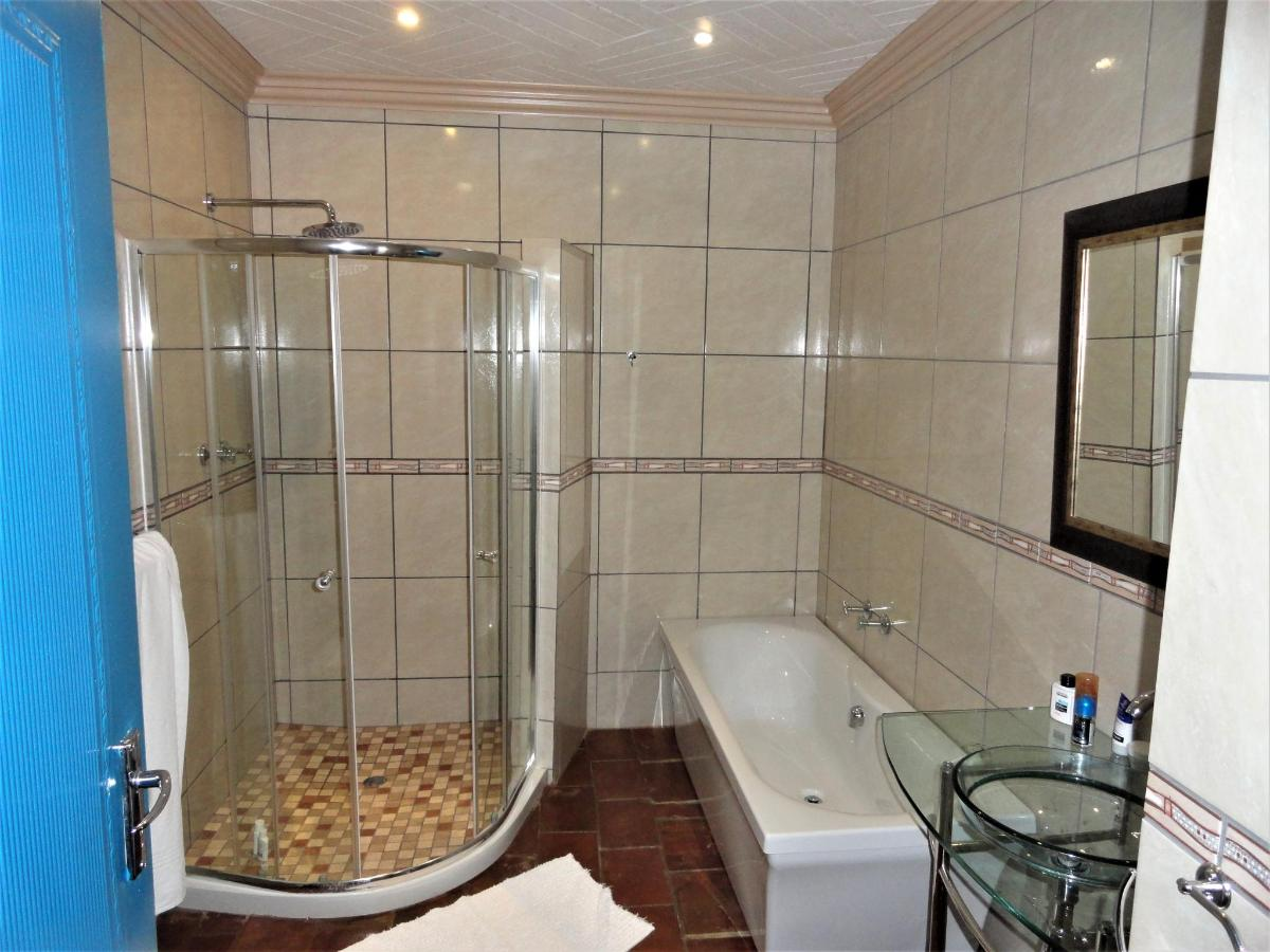 Bathroom Room 12.JPG