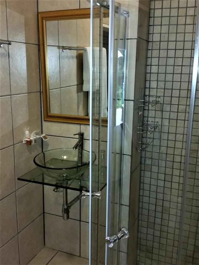 Bathroom Room 14.jpg