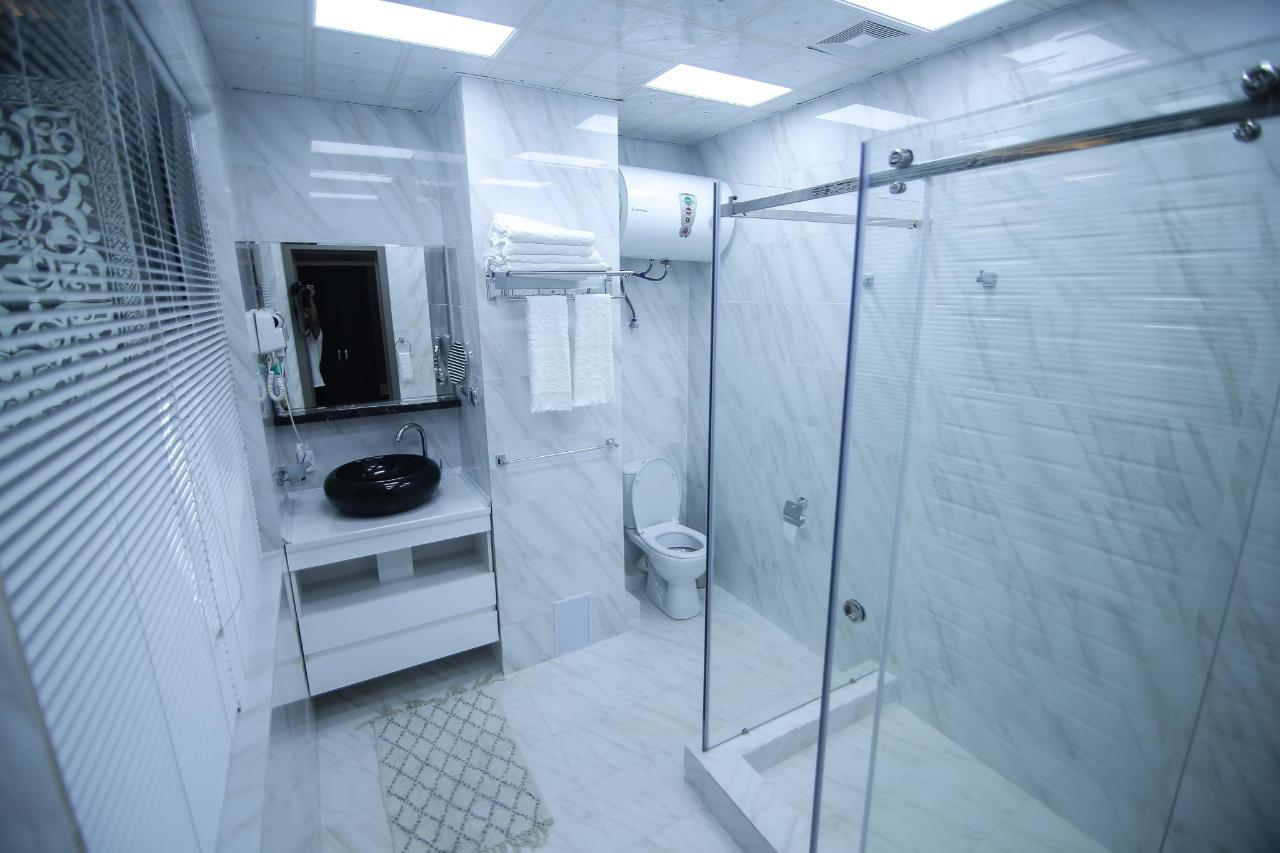 BATHROOM SAFIR HOTEL .jpg