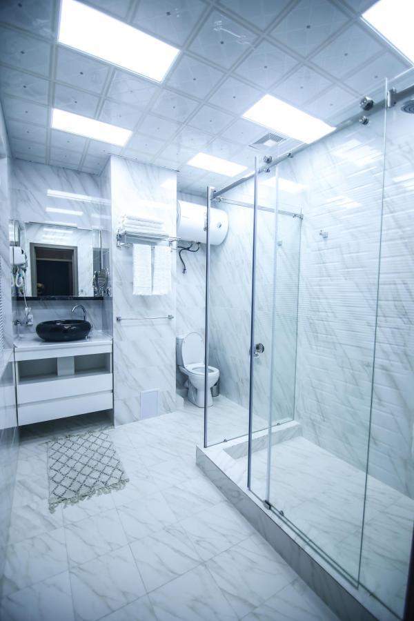 BATHROOM SAFIR HOTEL 489496.jpg