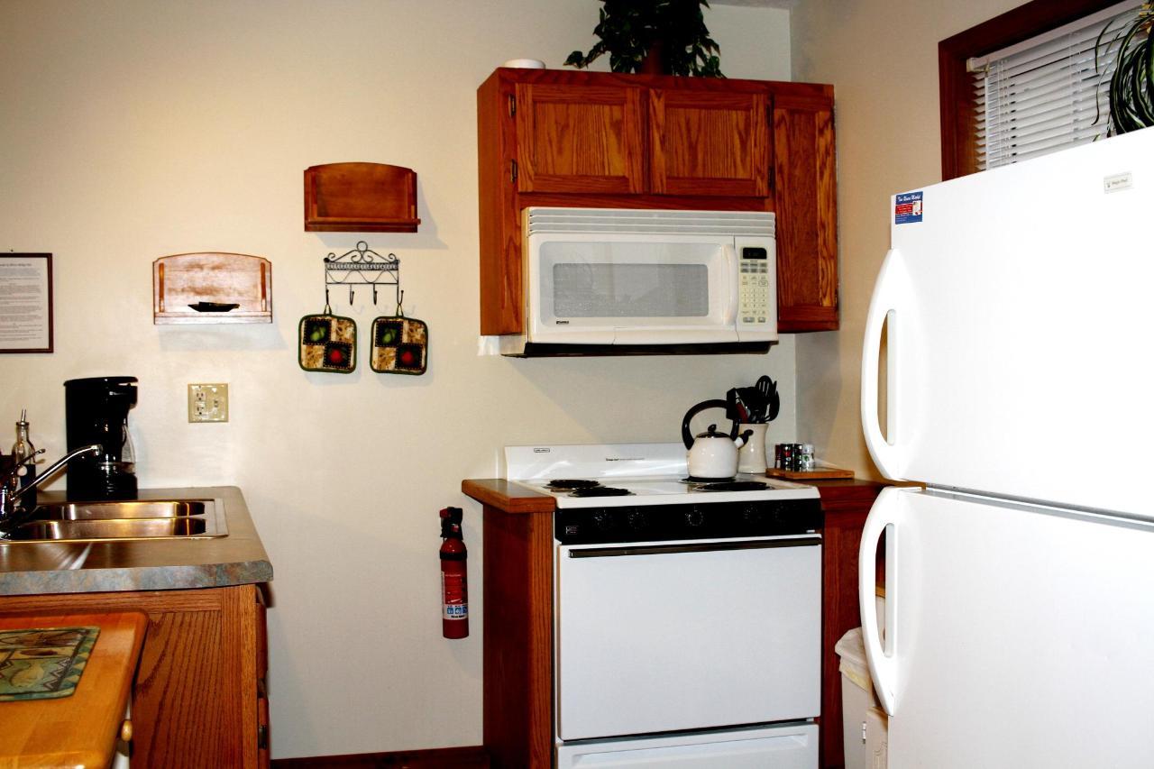 Cut Bow Cottage Kitchen.JPG