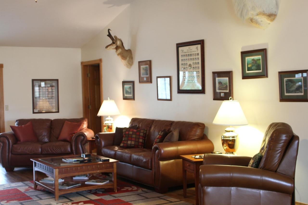 best lodge greatroom sitting area.JPG