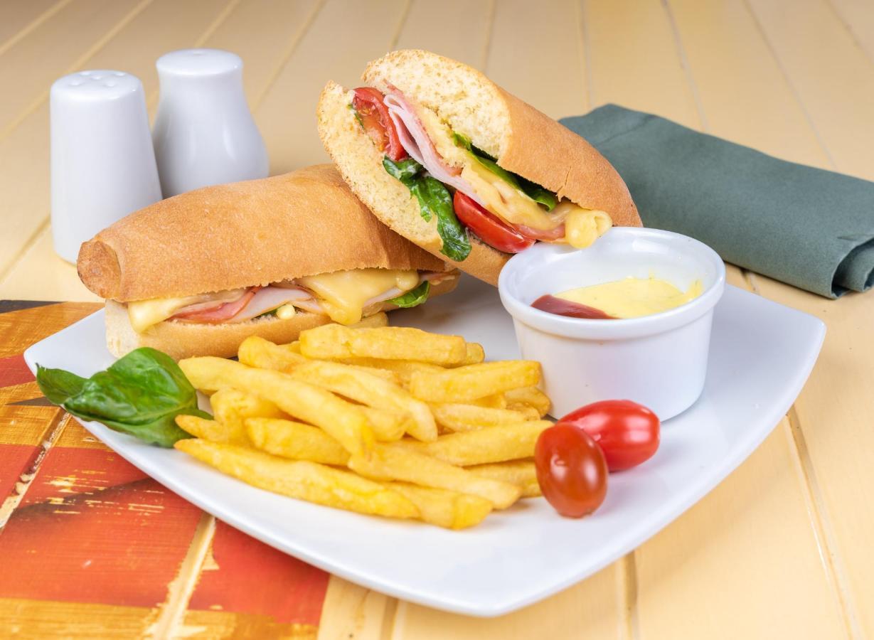 Bonkers Cafe (13).jpg