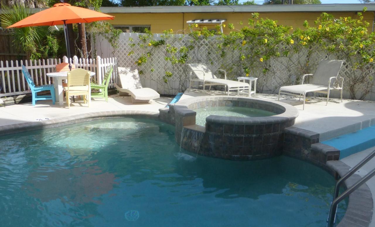 Siesta Sunset Royale pool and spa.JPG