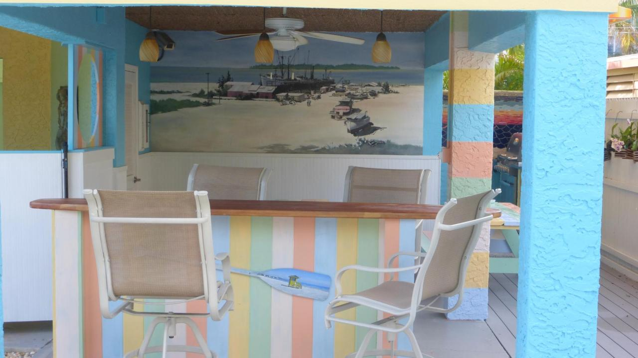 Surfboard bar and eating area.JPG