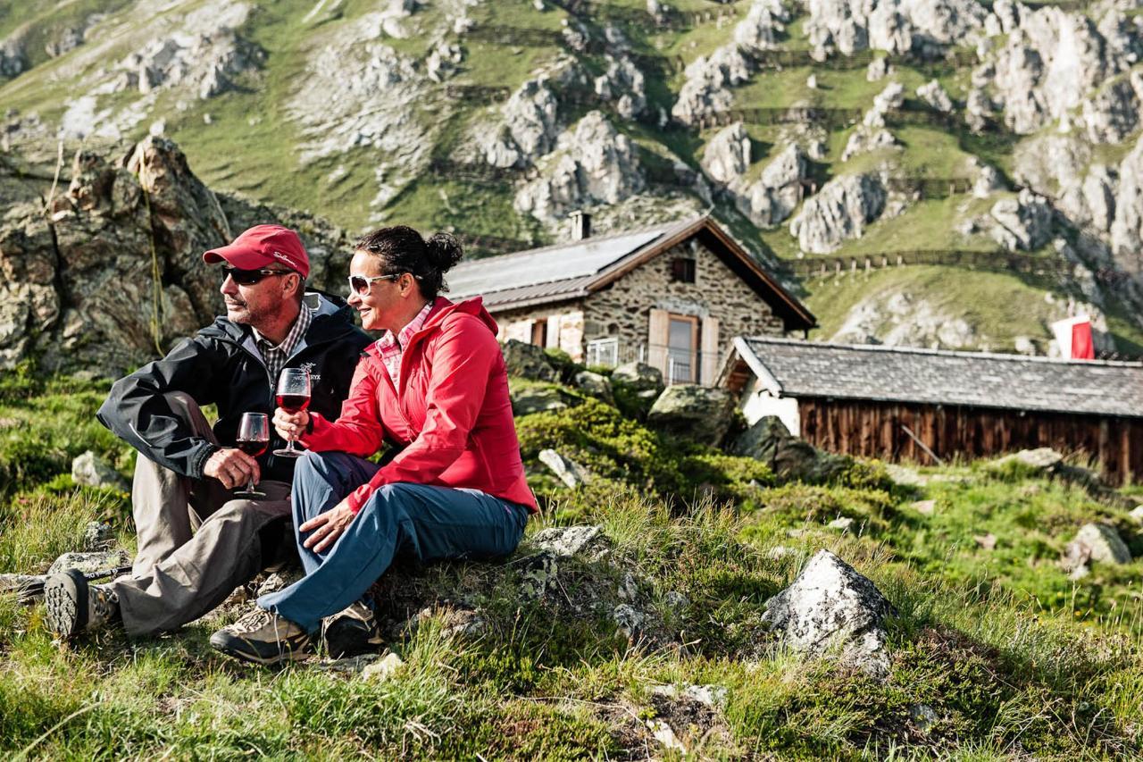 TVB Stubai Tirol_Andre Schönherr_Hiking2_print.jpg