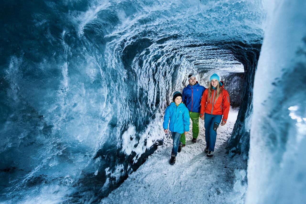 Eisgrotte am Stubaier Gletscher (2).JPG