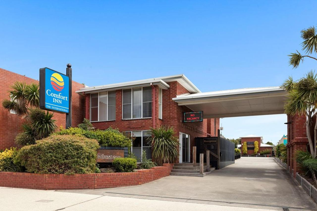 001_Open2view_ID559688-Comfort_Inn_The_International.jpg