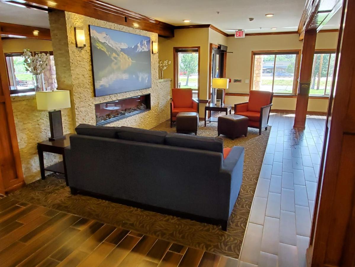 lobby 2.jpeg