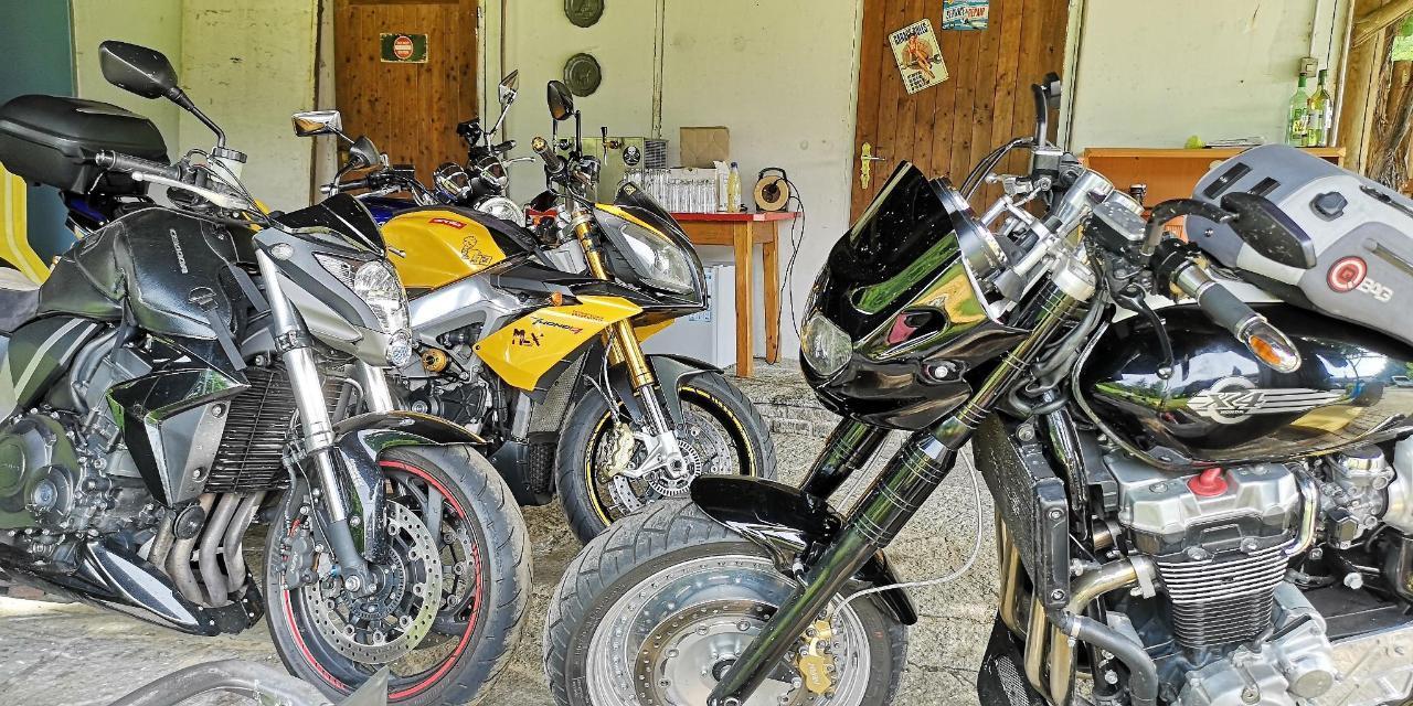 1 Bikerhotel Motorradhotel Enzianbrenner.jpg