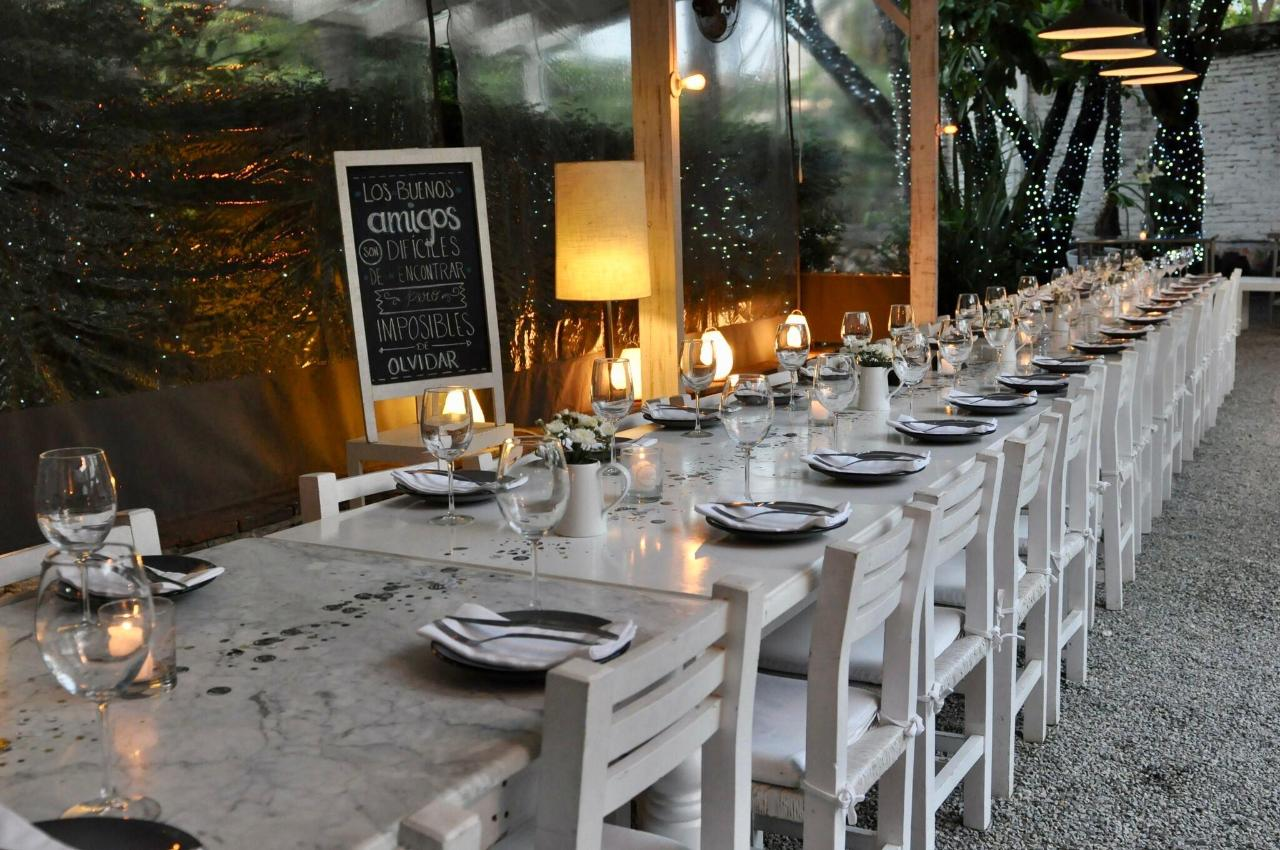 A great place for small and large gatherings, be it 3 or 30 guests! HOUSE Restaurante in Cuernavaca