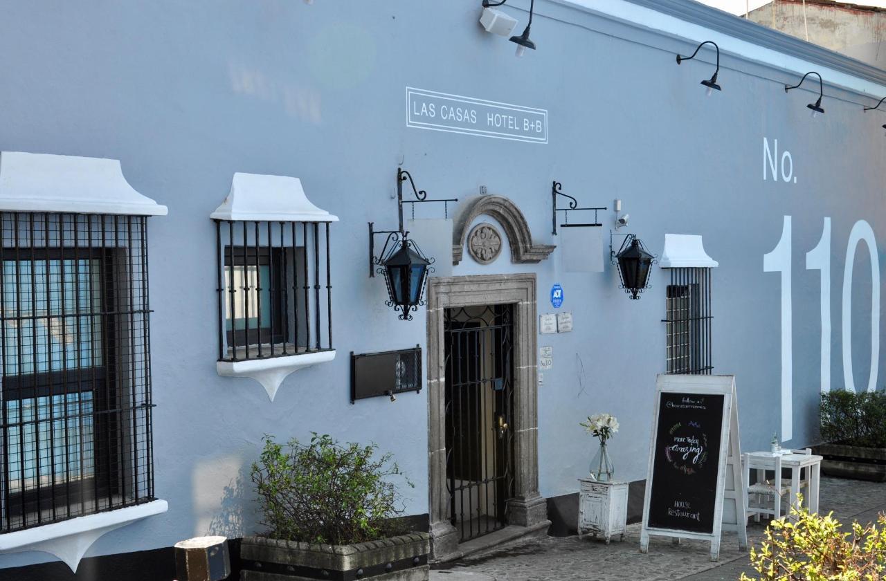 A pasos del emblemático Palacio de Hernán Cortés.  Las Casas B+B Boutique Hotel, Spa  & Restaurante.