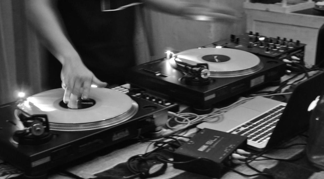 DJ Nights on Fridays & Saturdays in HOUSE restaurant. Las Casas B+B Boutique Hotel, Spa & Restaurant