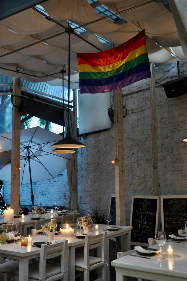 House Restaurant a Gay Friendly, Straight Friendly, People Friendly Restaurant