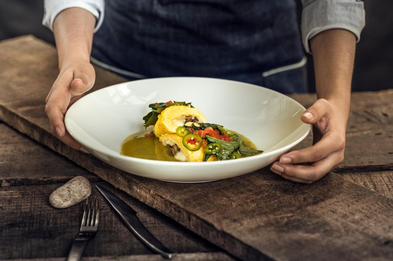 House Restaurante ofrece un menú con amplias opciones de deliciosa Comida Mexicana y Mediterránea.