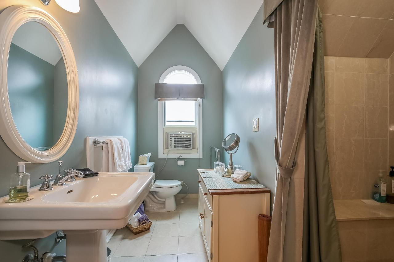 029-photo-the-oak-parker-bathroom-5586200.jpg